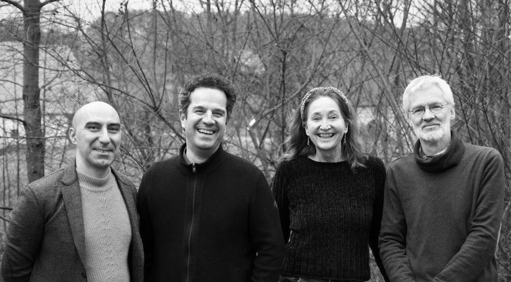 Divan Quartett Kioomars Musayyebi Santur - Hadi Alizadeh - Tombak & Daf - Susanne Schönwiese Gesang - Willi Lichtenberg Kontrabass